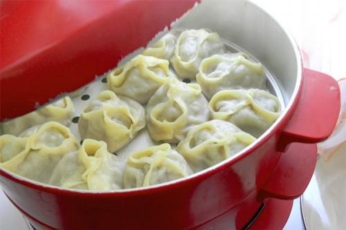 Вкусные и сочные манты: рецепт в пароварке
