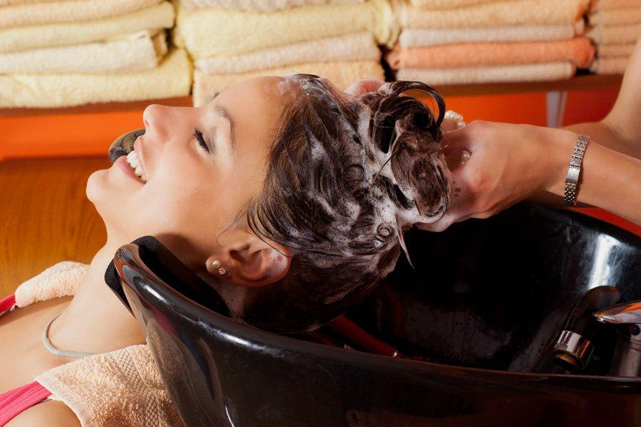 Смывка краски с волос в домашних условиях с минимальным вредом