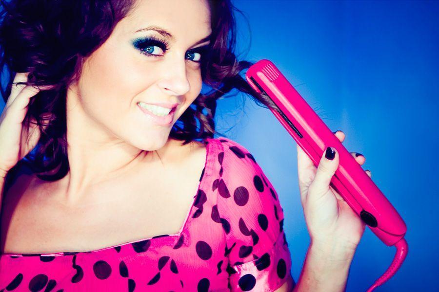 Sep 7, 2012 - Как накрутить волосы с помощью утюжка.  Видео Настя Сухенко.  Теги: видео, мастер-класс, видеоурок...