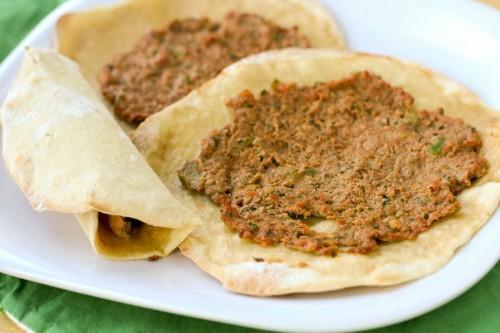 Блюдо армянской кухни - ламаджо