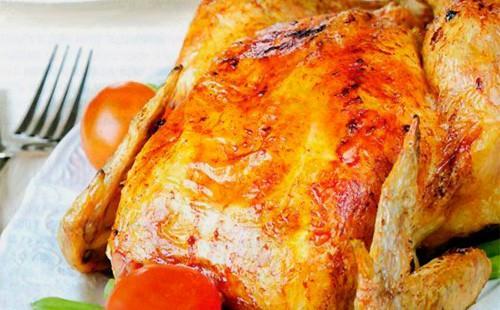 Золотистая курица фаршированная в духовке