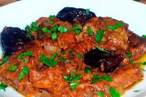 Вкусная говядина с черносливом