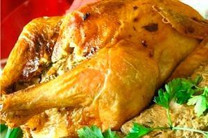 Целая курица фаршированная грибами