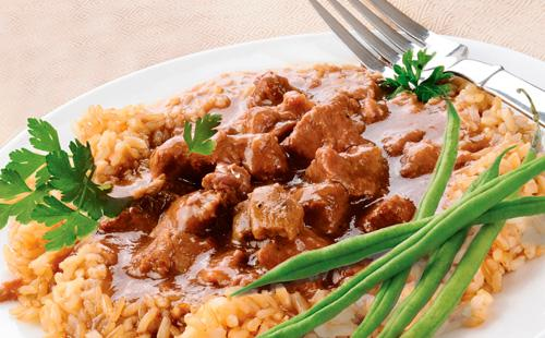 Рецепты приготовления говядины в мультиварке с картофелем, овощами и черносливом