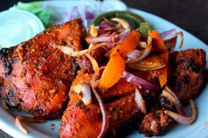Пряная курица с овощами