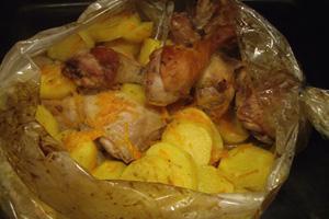 цыпленок в рукаве в духовке с картошкой