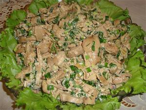 Салат с грибами и печенью