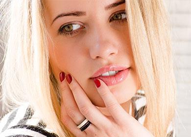 Красивая девушка со светлыми волосами