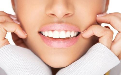 Красивые белые зубы