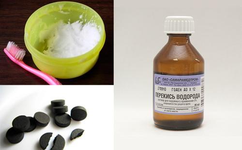 Уголь активированный в таблетках, перекись водорода, кашица из соды