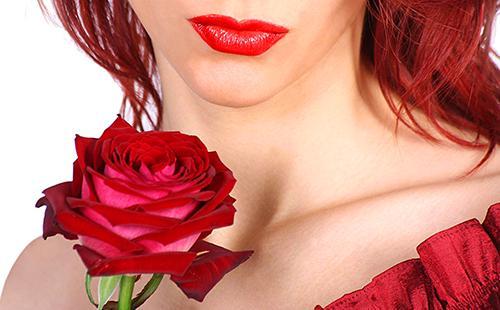 Красные губы и красная роза