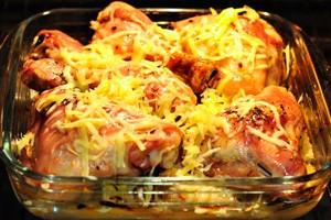 Курица в духовке со сметаной и чесноком