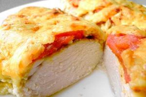 Курица с томатами под сырной корочкой