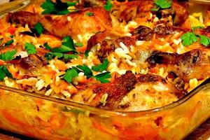 Курица с рисом и овощами в стеклянной форме