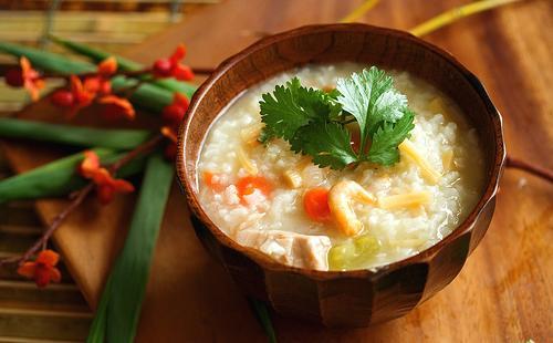 Рецепт рисовой каши в мультиварке на молоке, с яблоками, грибами