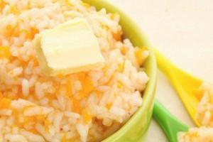 Каша из тыквы и риса в зелёной посуде