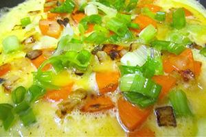 Омлет с помидорами и зеленым луком