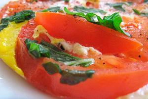 омлет с помидорами и зеленью