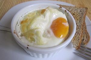 Яичница с адыгейским сыром