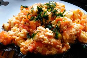 Вегетарианский омлет с приправами
