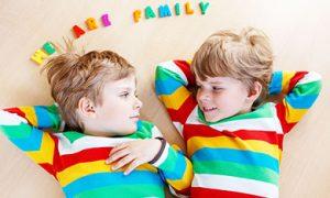 Отличие близнецов через двойняшек: по образу уловить похожих дружок держи друга детей