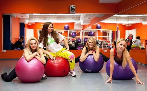 Аэробные занятия фитнесом в частной студии