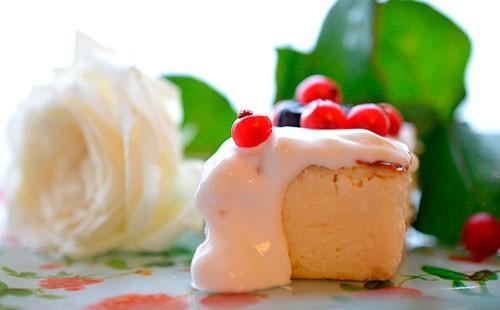 Творожная запеканка со сметаной и ягодами