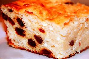 Пирог из творога с изюмом