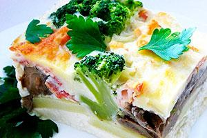 Картофельная запеканка с грибами и брокколи