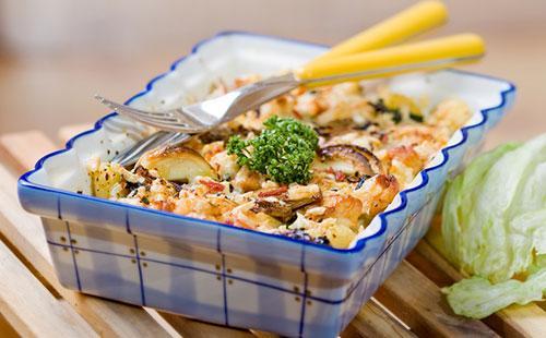 Запеканка Ленивая жена 🥝 пельменная, вкусное блюдо из склеенных пельменей со сметаной и сыром