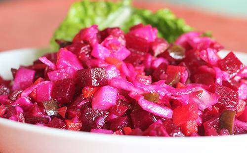 Яркий фиолетовый винегрет дарит здоровье