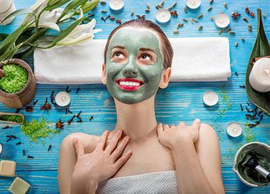 Девушка с зеленой маске на лице