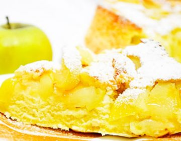 Простой рецепт шарлотки с яблоками в духовке и мультиварке