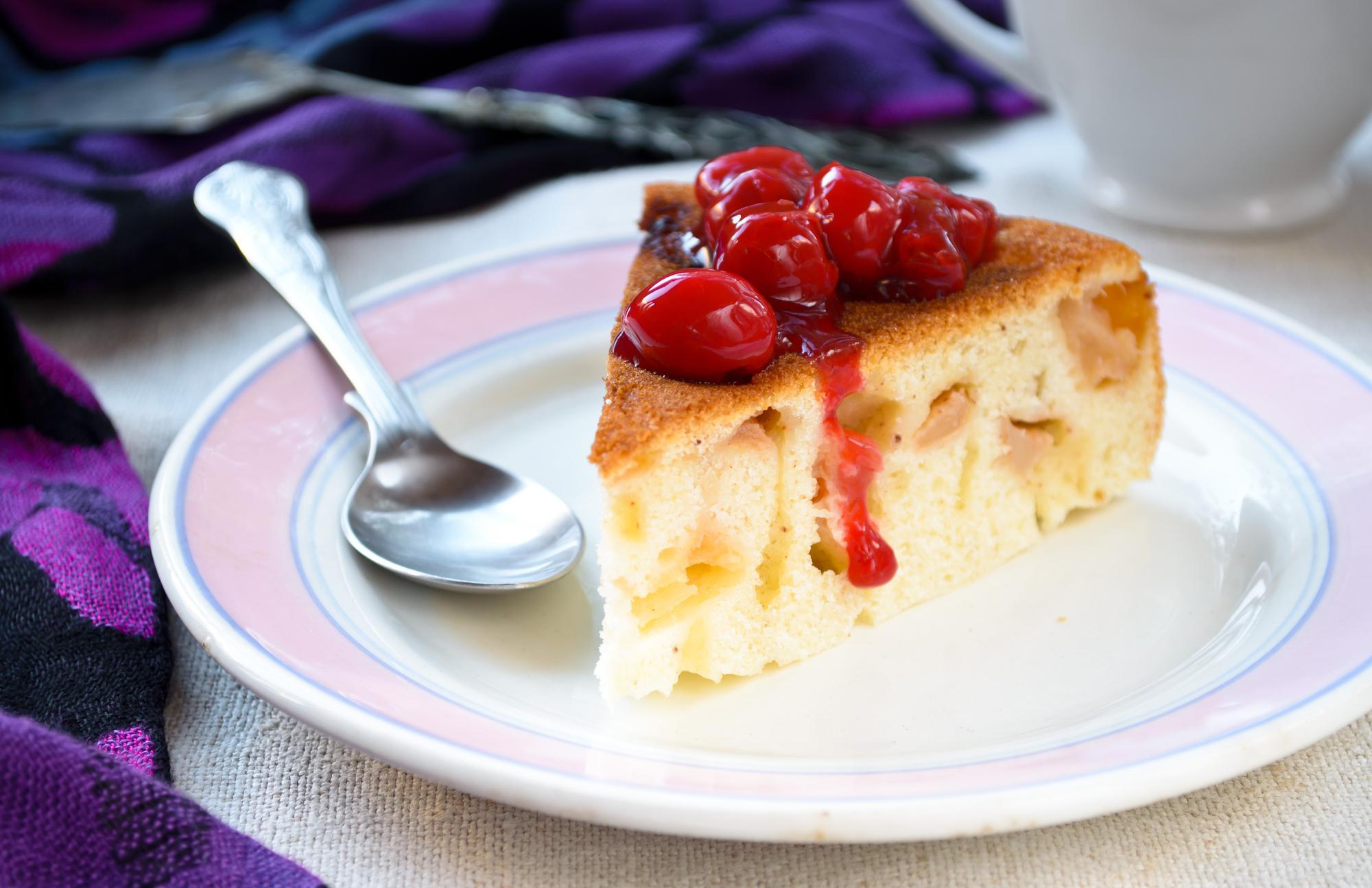 Шарлотка с замороженными ягодами рецепт пошагово в духовке