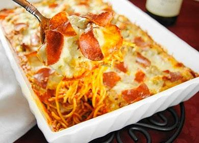 Запеканка из макарон и колбасы на ложке