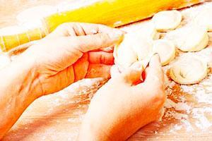 Лепка пельменей руками