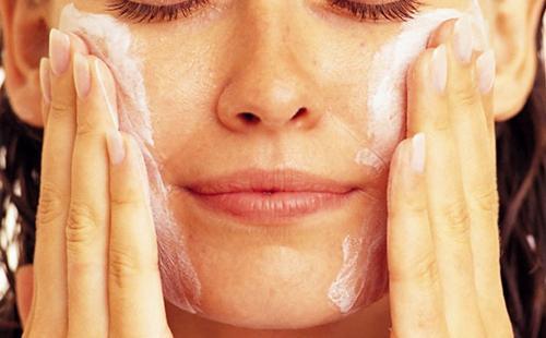 очищающая маска для лица из розовой глины для
