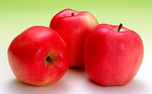 Три красных яблока