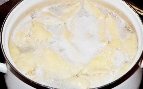 как варить покупные вареники с картошкой