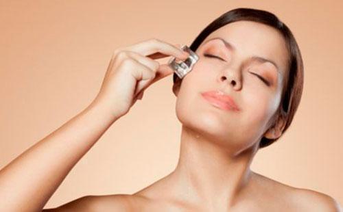 Обтирание льдом кожи лица