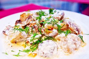 Пельмени с грибами и сыром
