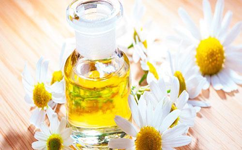 Ромашка и эфирное масло
