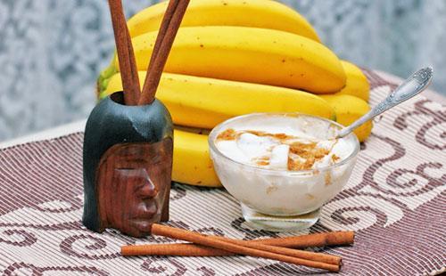 Маска с кефиром, бананом и корицей