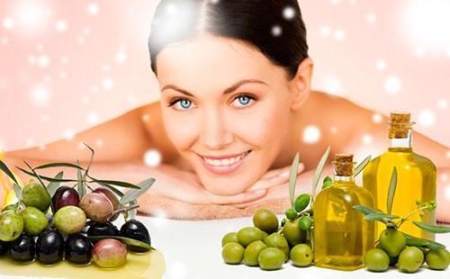 Девушка и оливки