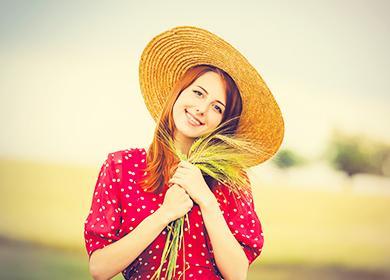 Девушка с колосками пшеницы