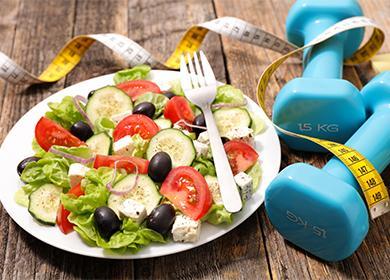 Овощной салат и гантели