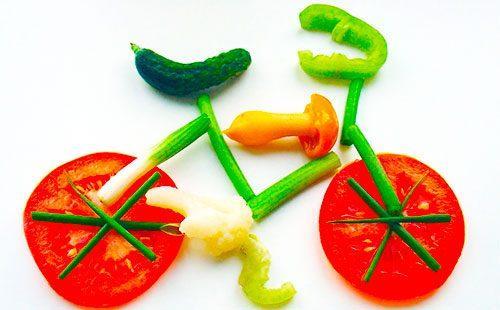Велосипед из кусочков овощей