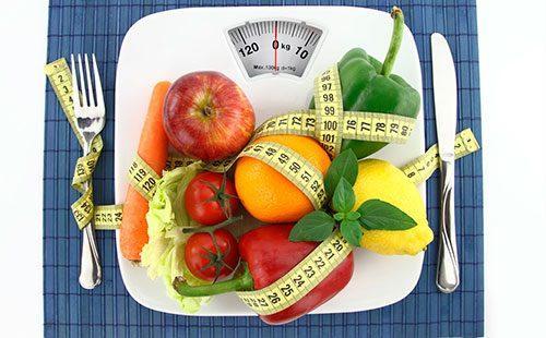 Овощи и фрукты на весах