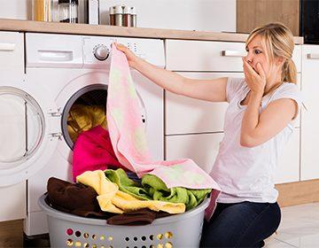 Как убрать смолу с одежды в домашних условиях с помощью утюга, морозилки, спирта и масла