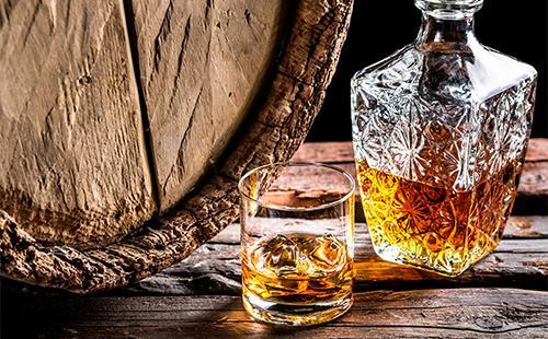 Коньяк в стакане